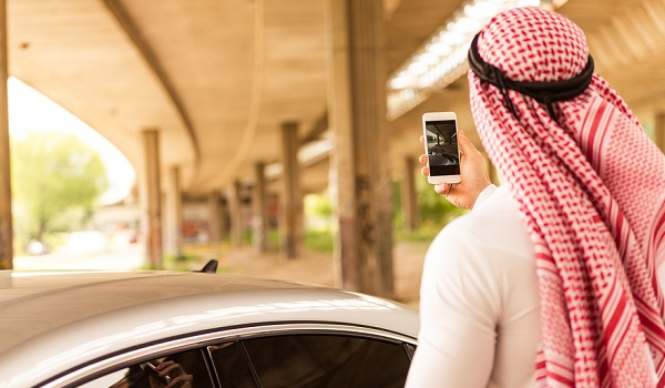 What is the UAE's smartphone penetration?